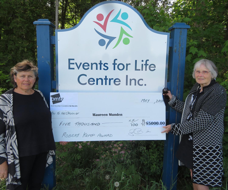 Maureen Munden receiving Kemp Award cheque